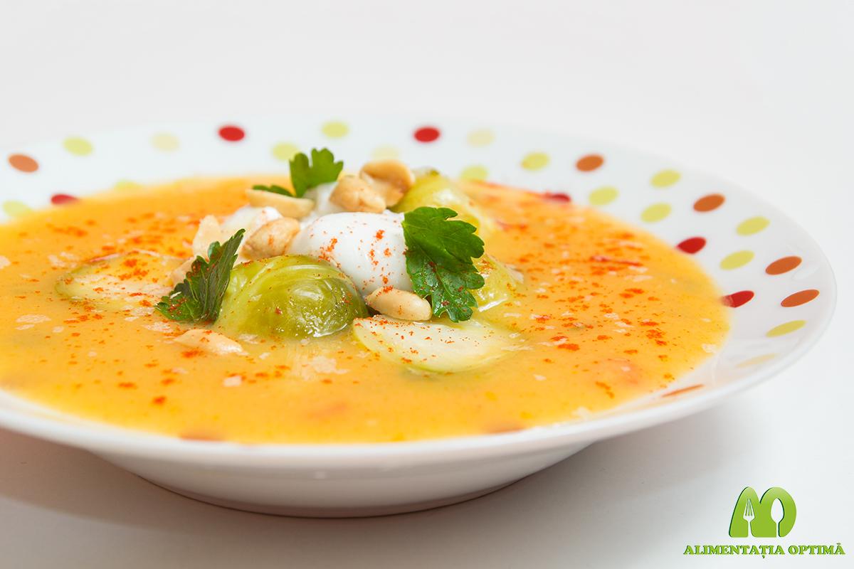 Supă cremă de legume cu varză de Bruxelles și arahide